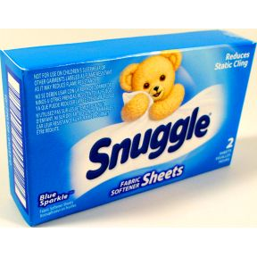 Snuggle Fabric Softener Sheets D01-0213301-4100 - 2 fabric softener sheets in travel size box.