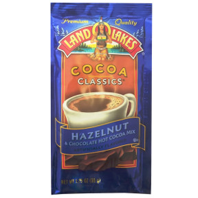 Land O Lakes Cocoa Classics Hazelnut Chocolate F20-1006210-7200 - 1 1/4 oz hazelnut chocolate flavor hot cocoa beverage mix in individual size packet. A convenient travel size for on the go.