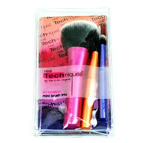Real Techniques® On Location Mini Brush Trio S02-0456808-9100-Travel case of 3 different size makeup brushes.